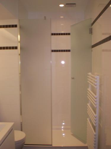 Paroi de douche en verre porte de douche bruxelles - Porte de douche vitree ...